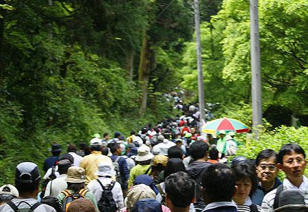 0508-Takao-Crowd02